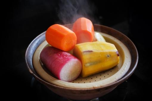温野菜 蒸し野菜 スチーム 野菜 根菜 大根 だいこん ダイコン さつまいも サツマイモ にんじん ニンジン 人参 タジン鍋 蒸す 蒸し器 調理 料理