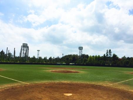 野球 ベースボール 球児 野球場 夏 太陽 ホーム 雲 スポーツ 無人 キャッチャー