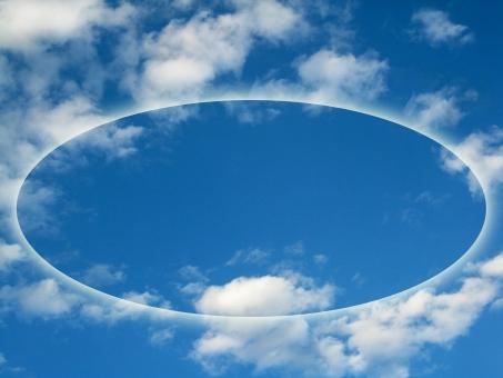 リング 環 輪 フレーム 枠 窓 青空 あおぞら 空 そら 広々 ひろびろ 雲 くも 自然 風景 青 白 もくもく モクモク ふわふわ フワフワ コピースペース 素材 背景 壁紙 blue sky white cloud