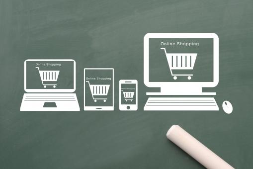 様々な情報端末でオンラインショッピングの写真