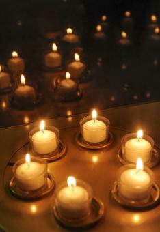 キャンドル ロウソク ろうそく 明かり 灯火 ともしび クリスマス 安らぎ 炎 光 背景