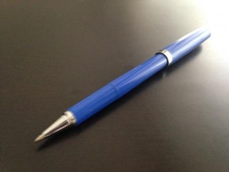 文房具 ペン ボールペン 青 青色 茶色 書く 光沢 光 卓上 机上 机 筆記用具 Blue Pen Ball-point Ball point Desk