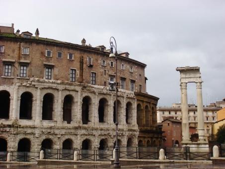 マルチェッロ劇場 ローマ イタリア 劇場 町並み 街並み 建物 建築 観光 ヨーロッパ 旅行