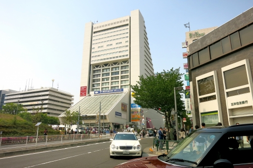 ビルディング 都会 東京 tokyo 16 北口 サンプラザ中野 車 街路樹 街並み 中野
