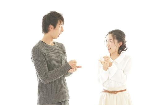 人物 男性 男子 女性 女子 若い デート カップル アベック 夫婦 新婚 白バック 白背景 部屋 室内 日常 生活 仲良し 笑顔 円満 楽しい 和やか 幸せ 納得 理解 ポーズ 日本人 mdjm008 mdjf026