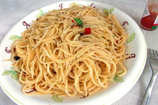 ペペロンチーノ パスタ pasta スパゲティ スパゲッティー 麺 麺類 洋食 西洋料理 イタリア料理 イタリアン イタ飯 食べ物 食品 食材 料理 調理 グルメ gourmet 食事 食卓 食事の風景 食卓の風景 食料 食糧 食料品 辛い食べ物 風景 景色 spaghetti