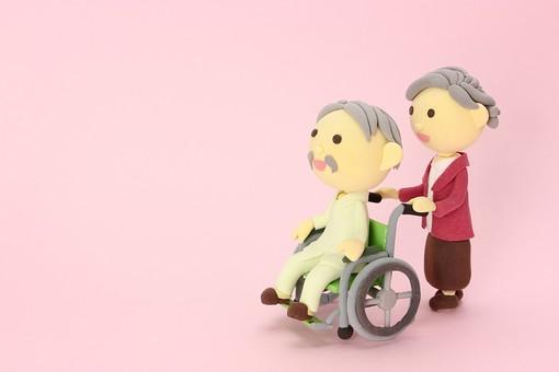 クレイ クレイアート クレイドール ねんど 粘土 クラフト 人形 アート 立体イラスト 粘土作品 かわいい 人物 仕事 働く 医療 福祉 介護 お爺さん おじいちゃん お婆さん おばあちゃん 車椅子 車いす 夫婦 老夫婦 老人 シニア 看病 入院 老人ホーム 二人 2人 仲良し 男女