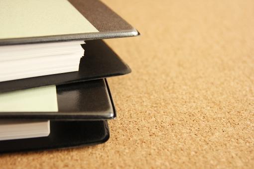 ビジネス 資料 書類 ファイル ファイリング 会社 業務 仕事 会議 会議資料 ミーティング 打ち合わせ データ 情報 膨大な資料 企画 経営 戦略 報告書 検討資料 参考資料 調査資料 分析 プロジェクト マニュアル フォーマット 書式 背景 素材 イメージ