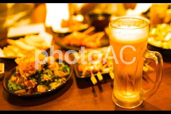 飲み会 ビール 明るめの写真
