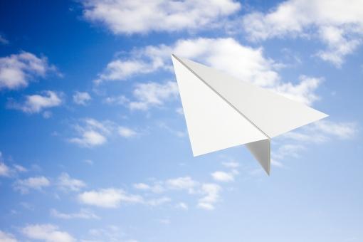 空 青空 飛行機 紙ひこうき 紙ヒコーキ 折り紙 青春 希望 夢 爽やか イメージ 空想 自由 環境 エコ クリーン