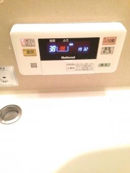 季節 便利 湯 行事 ボタン お湯 インテリア スイッチ 水温 住宅 温度 真冬 家族 熱い 冬 家 暖かい 風呂釜 あったかい 風呂 ぬくい バスルーム ぬくもり 浴場 ぬるい