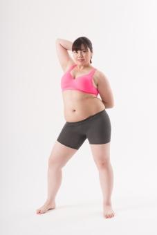 日本人 女性 ぽっちゃり 肥満 ダイエット 痩せる 痩せたい 目標 ビフォー アフター 太っている 太り気味 メタボ メタボリックシンドローム 脂肪 体系 ボディー 白バック 白背景 お腹 ウエスト ポーズ ポージング 全身 正面  立っている 自信 グラビア 贅肉 腕をあげる mdjf020