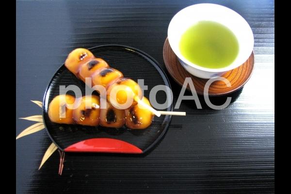 お茶しませんか 緑茶 日本茶 みたらしだんご お茶 おもてなしの写真