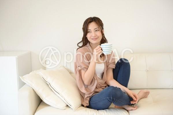 コーヒーを飲む女性11の写真