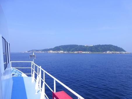 海 船 島 空 青空 青 航路 到着 夏 景色 涼しい 爽やか 7月 8月 夏休み 旅行 船旅 乗船 船舶 水面 水面 冒険 瀬戸内海 瀬戸内 瀬戸