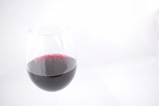 ワイン 赤 グラス 酒 アルコール 飲み 酔っぱらい 酔う バー おつまみ ポリフェノール