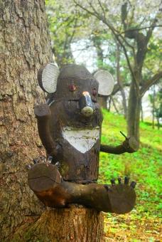 ビックリ 自然 木 動物 木彫り 木工 作品 風景 森 林 緑 グリーン かわいい 植物