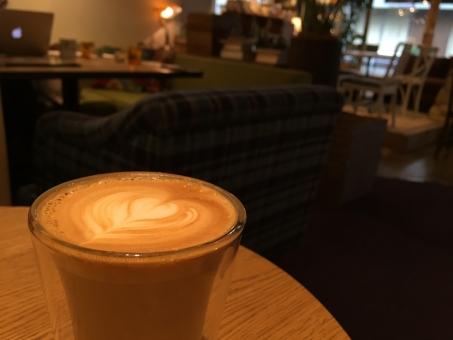 カフェラテ ラテアート カフェ コーヒー 珈琲 ハート 自由が丘 休日 のんびり 夕暮れ 夕方 ゆっくり のんびり