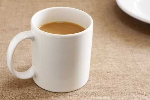 休憩 コーヒー リラックス 飲み物 おやつ ミルク 牛乳 3時 カップ 白 背景 皿 デザート 壁紙 マグカップ マグ お茶請け 喫茶 ミルクコーヒー