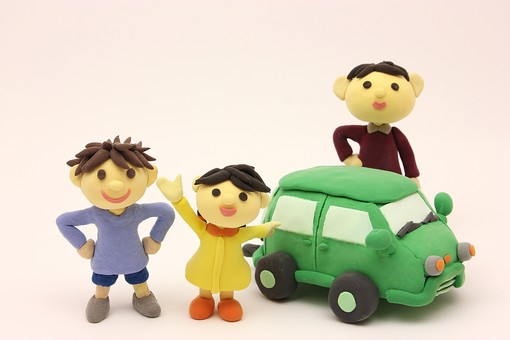 クレイ クレイアート クレイドール ねんど 粘土 クラフト 人形 アート 立体イラスト 粘土作品 家族  男性 子供 こども 明るい 笑顔 お父さん  車 お出かけ 親子 女の子 車 ファミリーカー 男の子 団らん だんらん 団欒