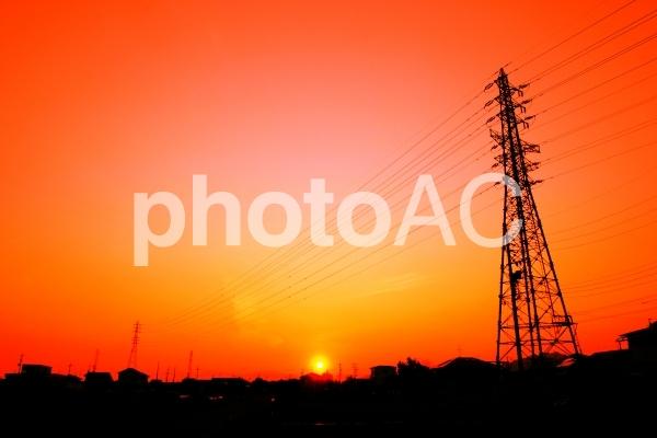 夕焼けと鉄塔の写真