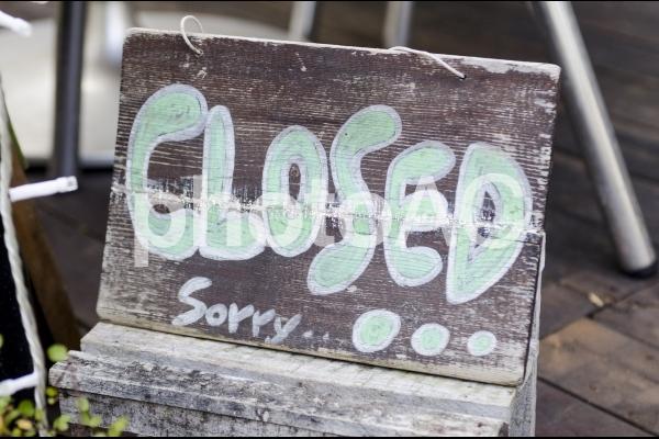 閉店の看板の写真