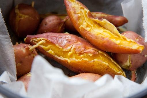 焼き芋 ふかし芋 イモ いも サツマイモ さつまいも やきいも 無水調理 無水料理 フォードフォト 秋 芋掘り 芋ほり 秋の味覚 食べ物 自然食品 蒸し料理 スイートポテト 食物繊維 石焼きいも 焼きいも 安納芋