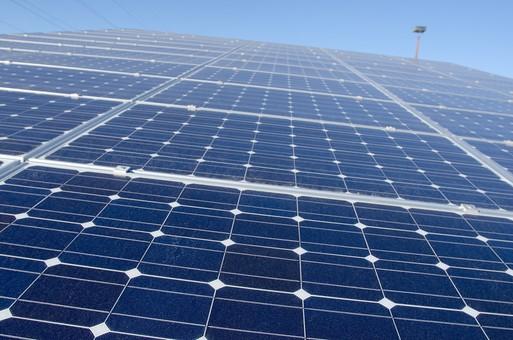 ソーラー ソーラーパネル 青空 空 晴れ 晴天 天気 エコ 環境 電気 電力 自然 オール電化 太陽電池 発電 太陽光 光 節電 節約 熱 エネルギー クリーン 日光 建物 風景 アップ