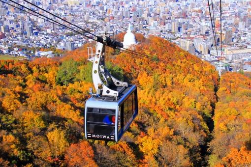 藻岩山 ロープウェイ 紅葉 ゴンドラ 見ごろ 美しい 綺麗 きれい 札幌 北海道 仏舎利塔 札幌平和の塔 街並み 市街地 秋
