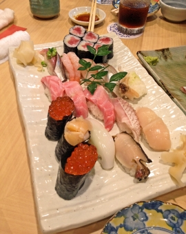 寿司 すし 鮨 食べ物 料理 いくら 烏賊 ホタテ マグロ エビ 海鮮料理 海の幸 白木 鉄火巻