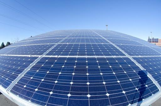 ソーラー ソーラーパネル 青空 空 晴れ 晴天 天気 エコ 環境 電気 電力 自然 オール電化 太陽電池 発電 太陽光 光 節電 節約 熱 エネルギー クリーン 日光 ブルー スカイブルー 風景 広角 アップ