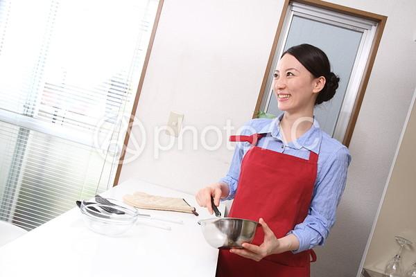 料理をする女性7の写真