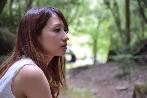 女性ポートレート:哀愁の写真