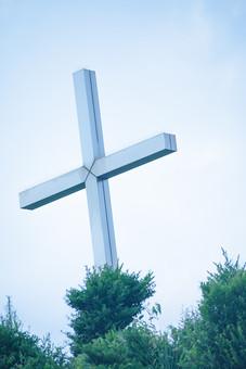 自然 風景 景色 環境 スナップ 旅行 散歩 公園 森林 緑 日光 季節 葉っぱ 植物 美しい きれい シルエット 癒し 青い 草花 野草 栽培 のどか  優しい 十字架 クロス 協会 キリスト教 宗教