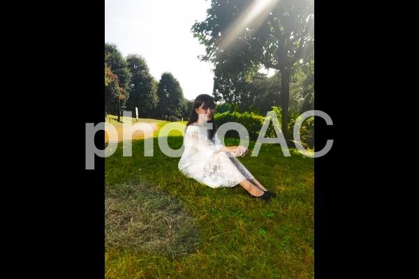 公園と女性 u005の写真