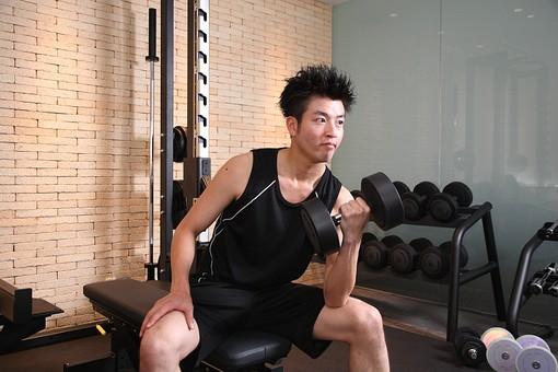 人物 男性 男の人 日本人 黒髪 若い インストラクター ジム スポーツジム スポーツクラブ スタジオ スポーツ 施設 屋内 健康 ダイエット フィットネス エクササイズ トレーニング 健康 運動 筋トレ  筋肉 痩せる 鍛える  レッスン ダンベル ダンベル運動 ダンベル体操  mdjm003