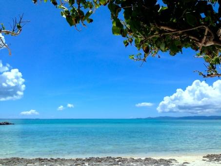 island 琉球 石垣島 海 beach 沖縄 ビーチ オーシャン 夏 南国 青い海 エメラルドグリーン 入道雲 竹富島 爽やかな リゾート 穏やか 竹富島
