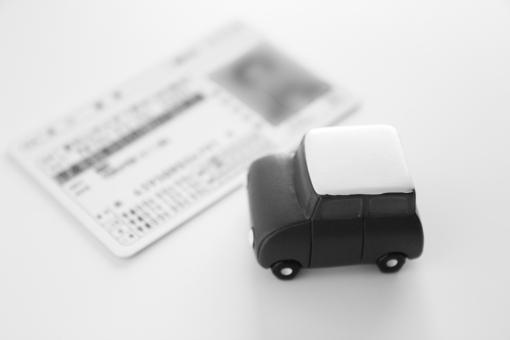 運転免許証 運転免許 免許証 ライセンス カード 義務 携帯 自動車 車 くるま クルマ 普通自動車免許 身分証明 取得 資格 日本 国内 有効期限 運転条件 交通ルール 免許取得 免許センター 試験 素材 ビジネス 仕事 運転資格 ウェブ素材 web WEB