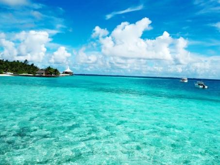 モルディブ 海 エメラルドグリーンの海 海と空 リゾート 青