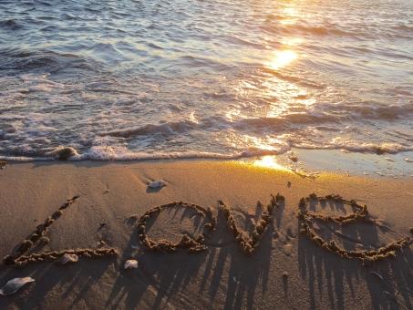 LOVE ラブ ラブラブ 大好き ハート 好き ウェディング 愛 ブライダル サンセット 夕陽 夕日 夕焼け オレンジ 太陽 反射 波 海 海辺 砂浜 バレンタインデー バレンタイン デート ドライブ 彼女 彼氏 結婚 カップル 夫婦 ホワイトデー
