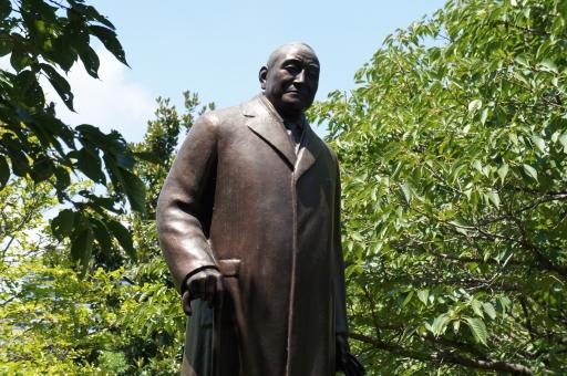 銅像 吉田茂 戦後 首相 北の丸公園 ワンマン