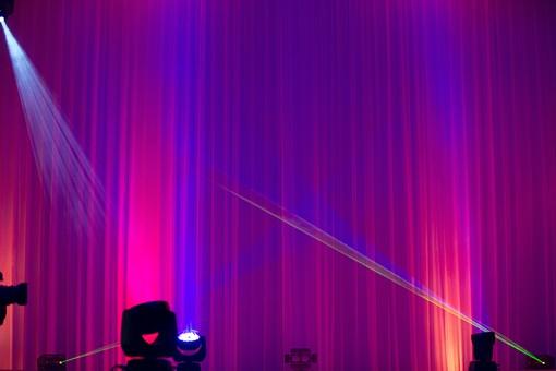 ライトアップ 電気 ライト 電光 レーザー 光 レーザービーム 舞台照明 ステージ 演出 ピンク 白 ステージライト エンターテイメント スポットライト ライティングシステム DJ 音楽 ディスコ 照明機器 ライブ Live ショー イベント