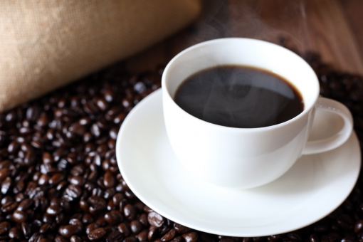 コーヒー、コーヒー豆と麻袋の写真