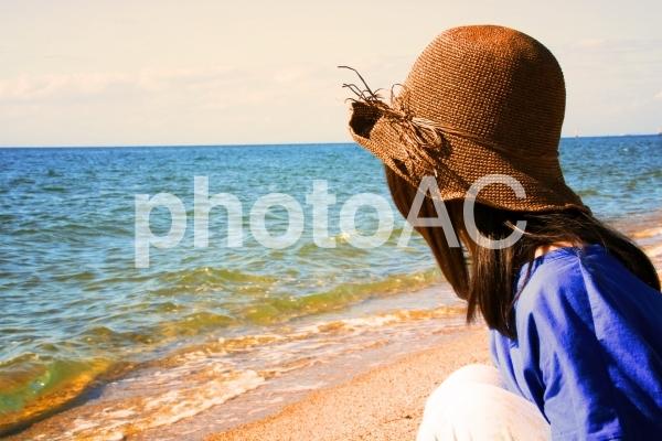海辺の麦わら帽子の写真