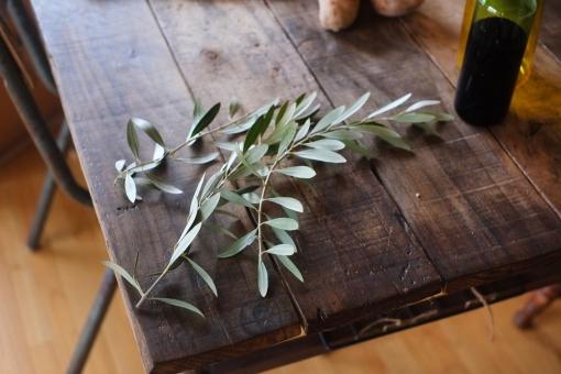オリーブの葉 オリーブ おりーぶ 机 食卓 インテリア 葉 ダイニングテーブル 古材 木目 diningtable olive