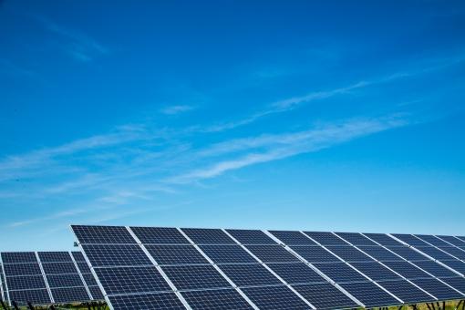 太陽光発電 ソーラーパワー ソーラー 発電 電気 メガソーラー エコ 再生可能エネルギー エネルギー 空 青空 快晴 スカイ 太陽 屋外 晴れ エレクトリック 電源