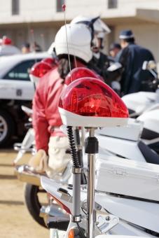 赤色灯 赤 白バイ サイレン 回転灯 警察 警察官 女性 乗り物 アップ 赤色 交通 取締り 取り締まり オートバイ バイク 訓練 交通機動隊 隊員 人物 パトライト ライト 治安 防犯 緊急車両 日本