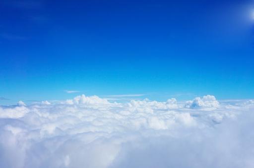 くも 雲海 雲 空 晴れ うんかい 宇宙 青空 絶景 景観 自然 風景 天空 雲の上 雲上 藍色 青 上空 アウトドア 屋外 快晴 コピースペース 山頂 飛行機 昼間 空間 ジェット機 sky 景色 見晴らし 眺め パノラマ 全景