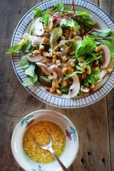 グリーンサラダ サラダ さらだ 野菜 ドレッシング やさい ベビーリーフ ルッコラ リーフレタス レタス lettuce salad homemade 料理 調理 マッシュルーム クルトン mushroom dressing