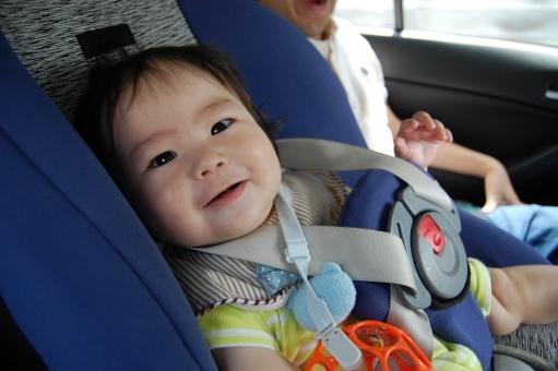 日本人 赤ちゃん 赤ん坊 赤子 ベイビー べビー 子供 子ども こども 乳幼児 乳児 男児 男の子 男子 子育て 育児 車 乗車 ドライブ 安全 運転 安全運転 べビーシート チャイルドシート 道路交通法 法律 法定 移動 座る 椅子 イス いす 席 座席 後部座席 乗用車 自家用車 責任 シートベルト ベルト 固定 クッション 事故 防止 事故防止 交通 交通事故